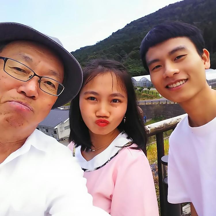 ベトナムからの留学生と講師