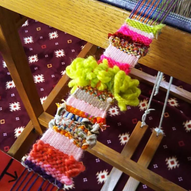 機織り機で孫が織った作品