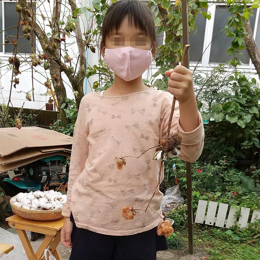 手織り工房わくわく本舗の庭にて