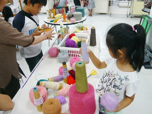 様々な色・材質の毛糸たち