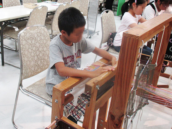 機織り体験(なつやすみ こどもワークショップ)