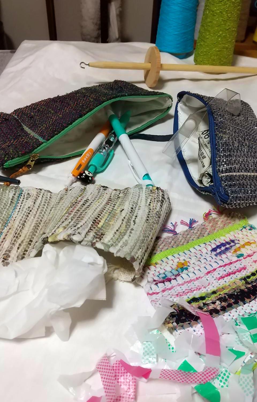 不用な布を使った裂き織り
